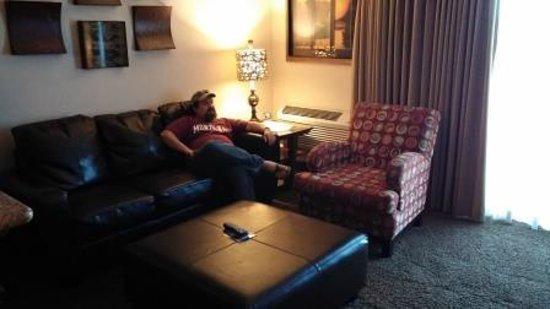 Hampton Inn Spokane: living room