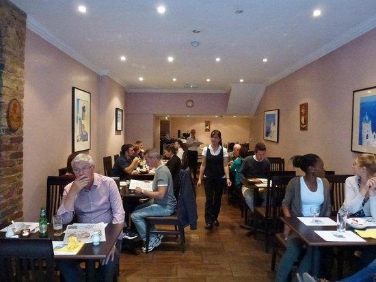 Kolossi Restaurant : Seating