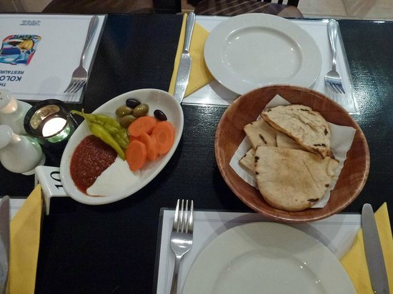 Kolossi Restaurant : Complementary