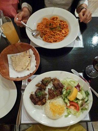 Kolossi Restaurant : Seafood spaghetti & Lamb Shish