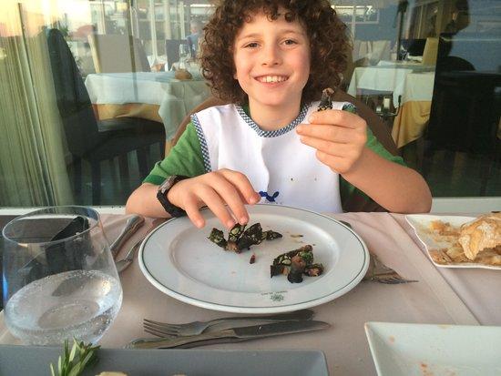 Timon Playa: Enjoying the gooseneck barnacles!