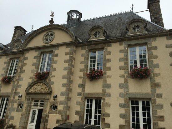 La Marjolaine : Vue du petit chateau ou sont situées les suites