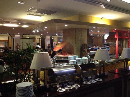 Amari Don Muang Airport Bangkok : Zeppelin Restaurant at the breakfast