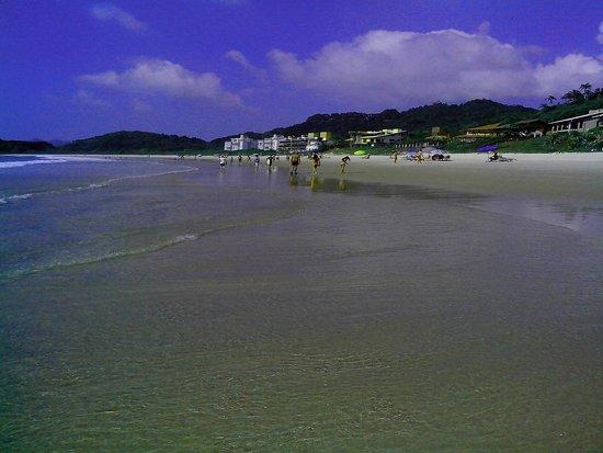 Praia De Quatro Ilhas: Vista parcial da praia