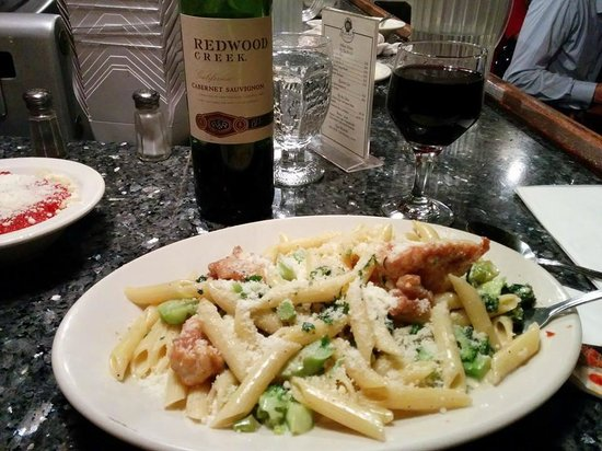 Giacomo's Restaurant: Chicken and Shrimp Penne