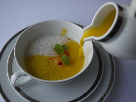 Restaurante Eleven: Carrot Cream soup with cinnamon coconut cream
