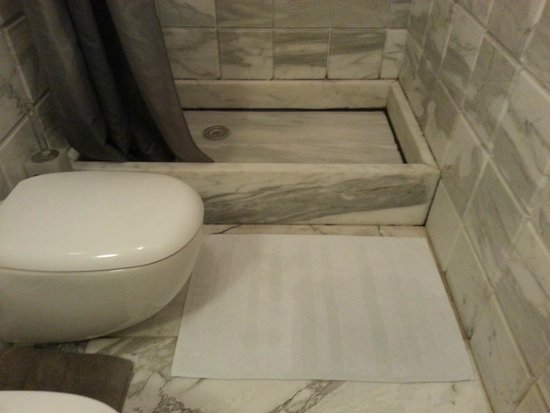 The Art House: The infamous shower tray