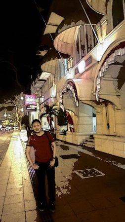 Ibis Surabaya Rajawali: gedung tampak luar