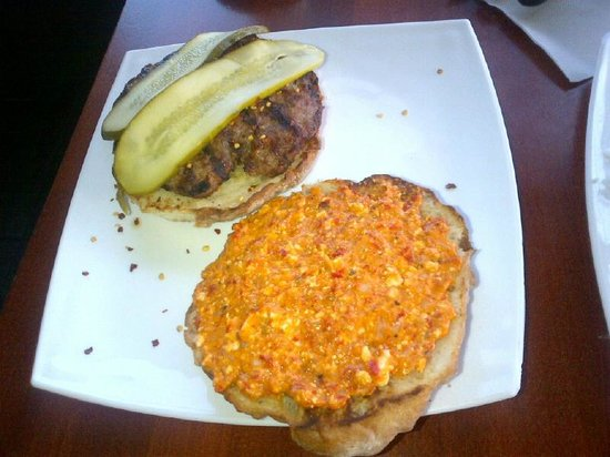 Royal Meat Barbeque : burger with roasted pepper and feta spread