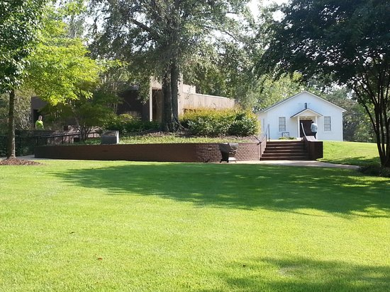 Elvis Presley Birthplace & Museum: Grounds
