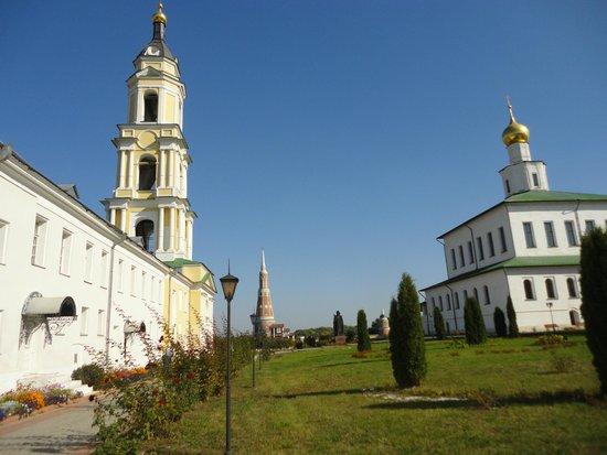Богоявленский Старо-Голутвин мужской монастырь