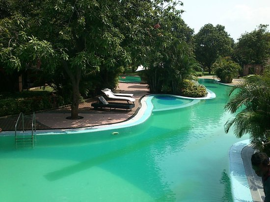Madhubhan Resort & Spa: One of the longest water body in the resort