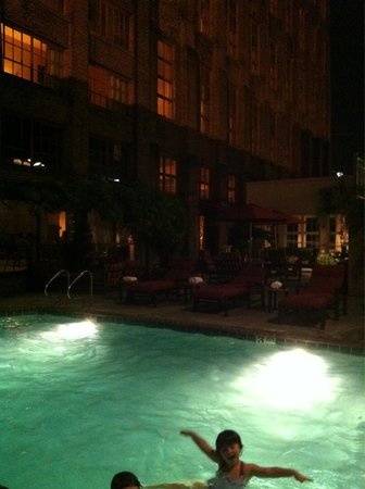 Hampton Inn & Suites Convention Center: Cozy, charming pool courtyard