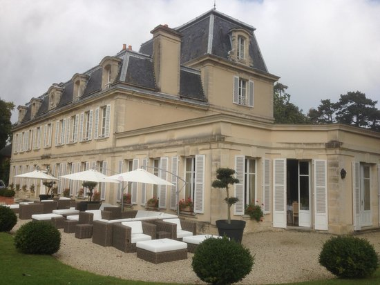 Chateau La Cheneviere: Gorgeous place and grounds