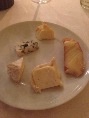 Chateau La Cheneviere: The cheese course was great!!!