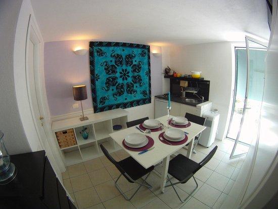Calaluna Residence: Zona soggiorno Bilo