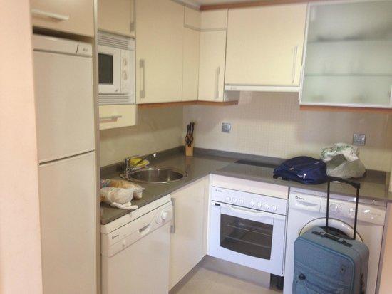 Marina Rey Apartamentos: La cocina, nada de quejas, quizás, un poco en el menaje