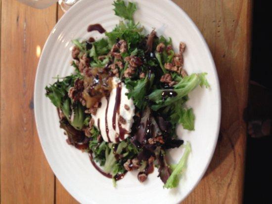 Damariscotta River Grill: Goat cheese salad