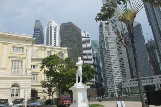 Statue of Raffles : Statue, with buildings new and old