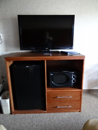 Comfort Inn: Large flat screen tv with plenty of channels.