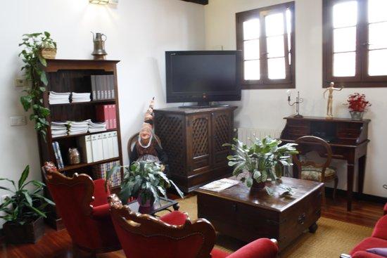 Hotel Rural & Spa Atxaspi: Sala de television
