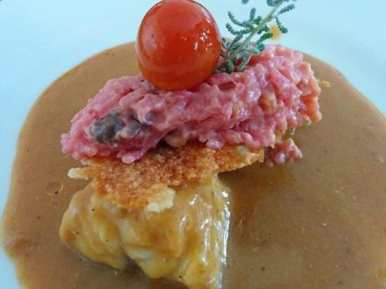 Restaurante es Pins: rape en salsa americana con rissoto rosa con crujiente de queso de mahon y cherry confitado