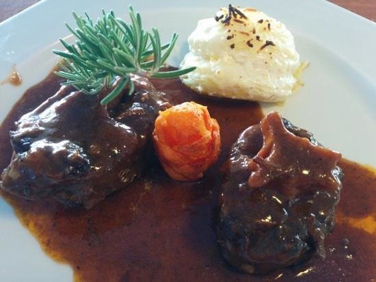 Restaurante es Pins: rabo de toro con patatas a la crema