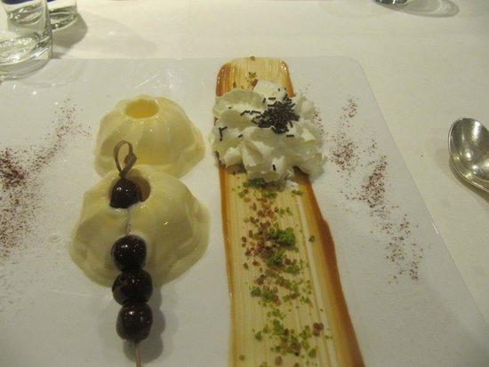 Hotel Spa Restaurant Domaine Du Moulin: kouglof glacé au restaurant de l'hôtel