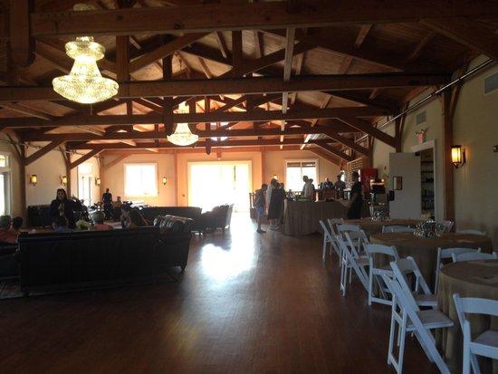 Willow Creek Winery: Inside