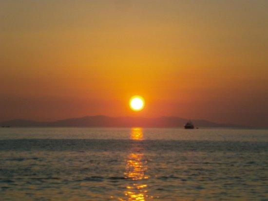 Olia Hotel: Sonnenuntergang in der Stadt
