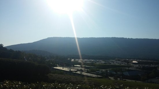 Fairfield Inn & Suites Chattanooga I-24/Lookout Mountain: View from the front of the hotel