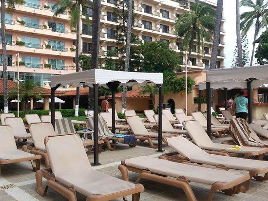 Crown Paradise Golden Resort Puerto Vallarta: Pool area