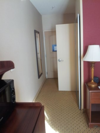 Hampton Inn & Suites Pittsburg : hallway