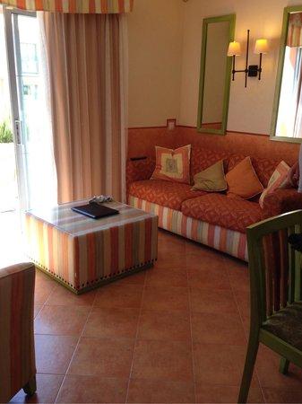 Grande Real Santa Eulalia Resort & Hotel Spa: Resort suite - 1 bed apartment with patio area