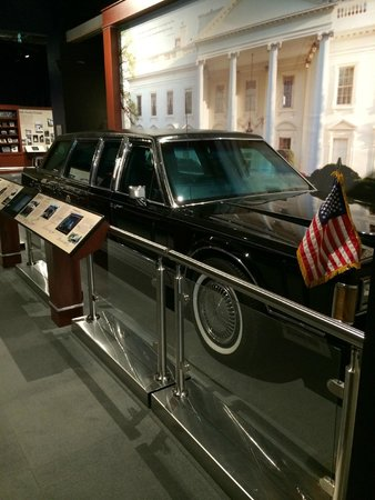 George Bush Presidential Library and Museum : Presidential Limo