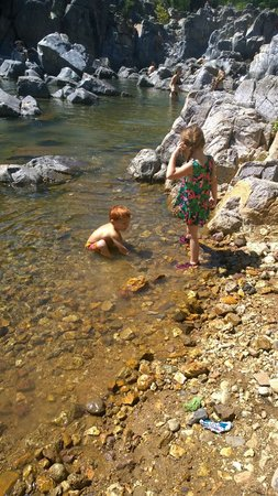 Johnson's Shut-ins State Park: kids playing in the clear water