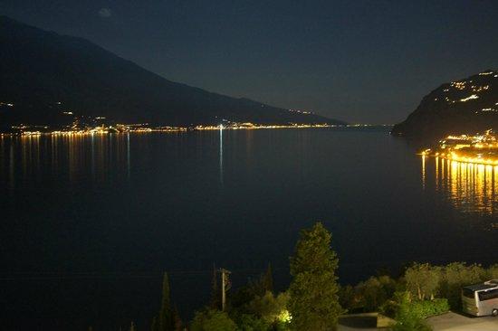 Centro Vacanze La Limonaia: Aussicht aus Zimmer, Malcesine bei Nacht