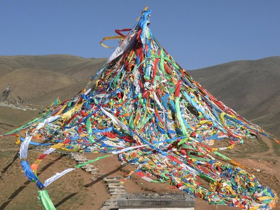 Sun Moon Mountain: Abundant prayer flags