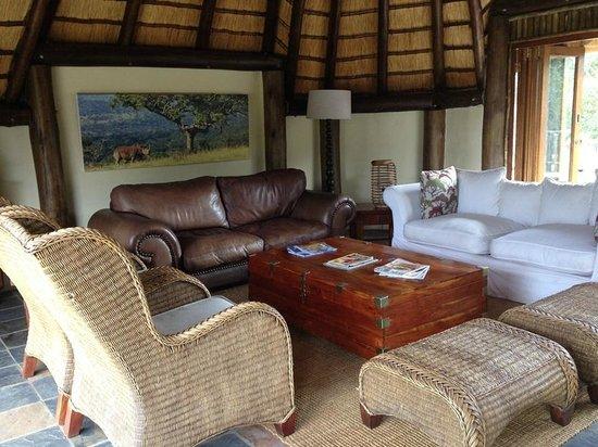 Rhino River Lodge: Lounge