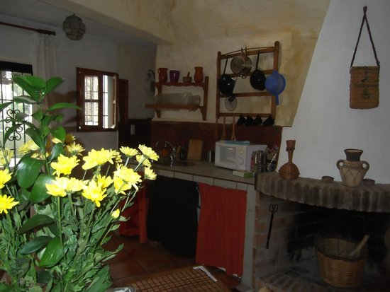 Cuevas El Abanico: Kitchen area (microwave & hotplate, no oven)