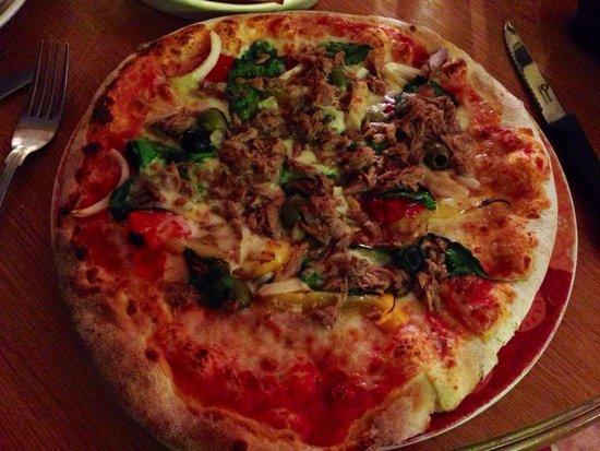 Veggie pizza with tuna in Rustico's