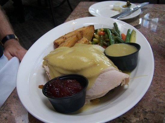 Adelphia Restaurant & Lounge: Turkey dinner!