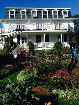 Relais & Chateaux Camden Harbour Inn : middle room balcony is Delagoa Room overlooking gardens and harbor