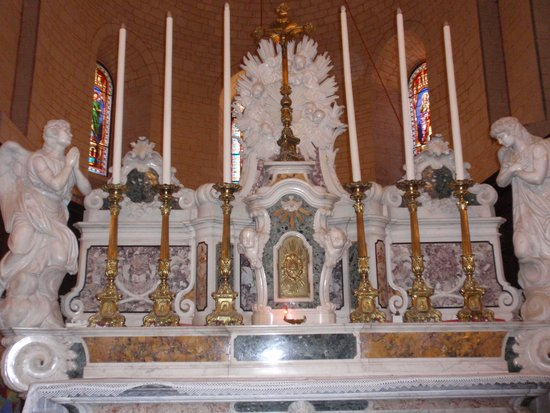 Abbaye de Caunes Minervois : chevet de l'abbaye