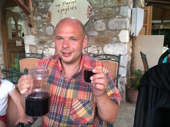 Tis Marias o Kafenes : red wine