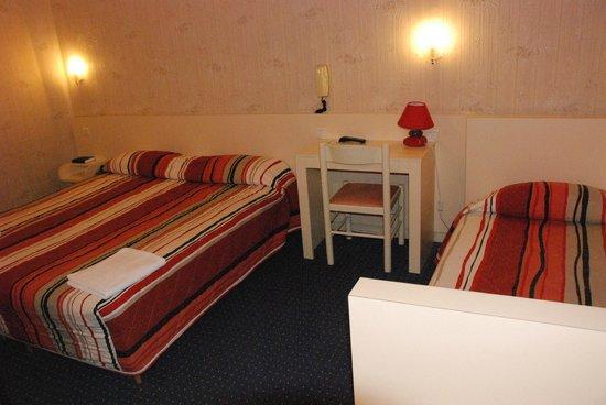 Chambre familliale 3 personnes photo de hotel acropolis for Chambre 3 personnes