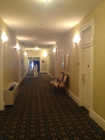 The General Morgan Inn: View of hallway - our room on right
