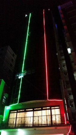 Rainbow Hotel: In Front of the Hotel at Night