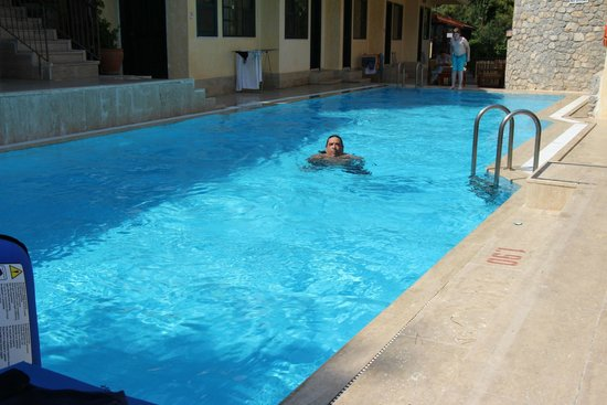 Belle Vue Hotel : Im Pool