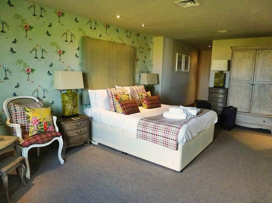 The Huntsman Inn: Our room was spacious and comfortable
